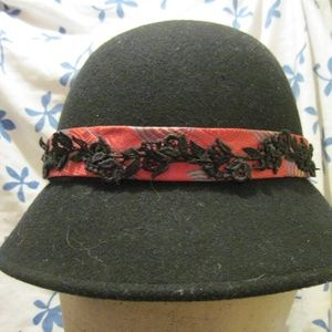 BLACK WOOL CLOUCHE HAT WITH RED TIE & BRIDAL TRIM